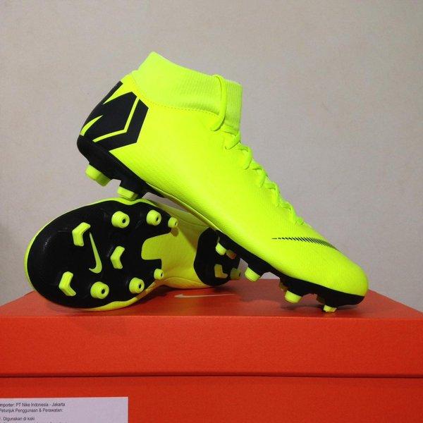 Global Sepatu sepak bola Market 1