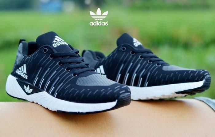 Global Sepatu Olahraga Market