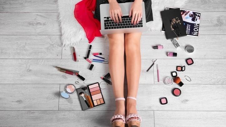 Pasar Peralatan Pengemasan Kosmetik Dan Perawatan Pribadi Global